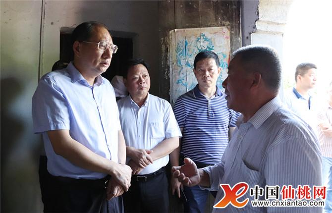 华胡玖明到西流河镇调研督办精准扶贫工作